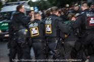 Es kam zu Rangeleien zwischen Antifas und der Polizei