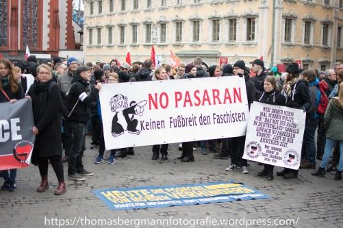Mehr als 2500 Menschen demonstrierten gegen den Naziaufmarsch