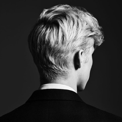 Troye-Sivan-Bloom-1535461313-640x640