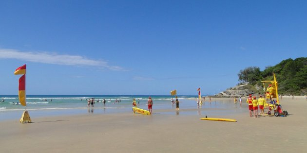 Cylinder Beach, lifesavers