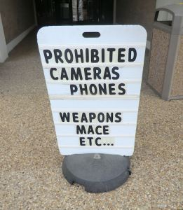 Lafayette Parish Courthouse sign prohibiting cameras, phones, weapons.