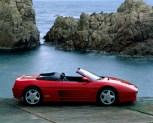 Ferrari F348 Spider (1999) Première voiture produite après la mort d'Enzo Ferrari, la 348 adopte un V8 3,4 litres de 300 ch et bénéficie d'une version découvrable.