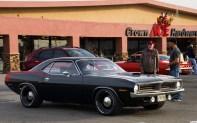 Plymouth Hemi Cuda (1971) Cette sérieuse concurrente de la Ford Mustang recevait un V8 7,2 litres à trois carburateurs double-corps de 390 ch !