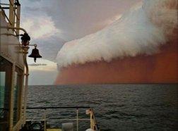 Une énorme tempête de poussière qui a frappé l'Australie occidentale au début de 2013