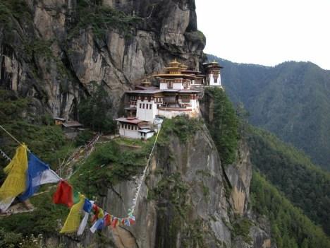 Le Snowman Trek au Bhoutan vous fait passer sous six montagnes, devant des monastères, des villages et le tout entouré par une faune unique !