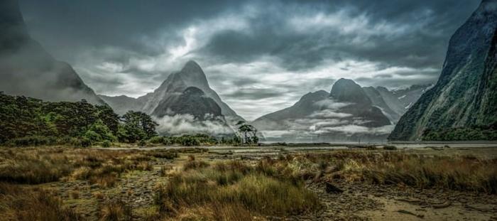 Fjordland en Nouvelle Zélande offre l'une des plus belles randonnées de la planète. Ces lieux aux airs mystiques rappellent les aventures du Seigneur des Anneaux !