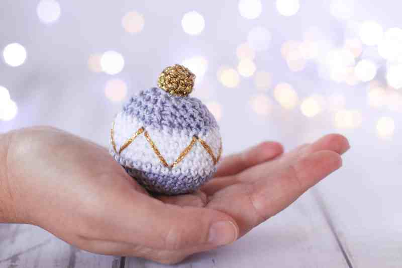 Free Christmas bauble crochet pattern, purple, white and gold Christmas decor.