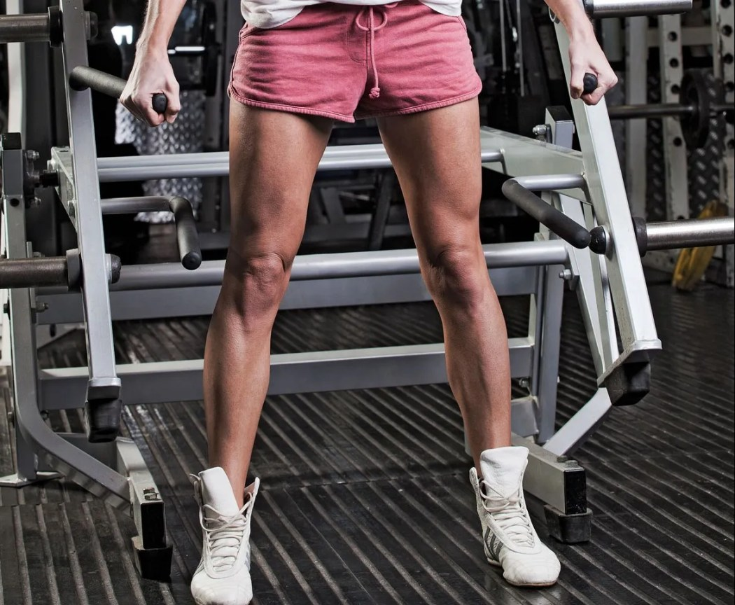 sexy-toned-muscle-legs-short-shorts-addidas-model-fitness-weight-training-squats-girls-who-squat-zone-gym