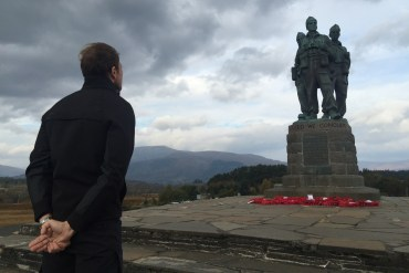 rememberance-poppy-lest-we-forget-love-support-war-never-again-spean-bridge-commando-memorial