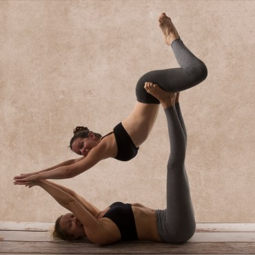 yoga-fun-pair-partner-fitness-flexibility-yogi