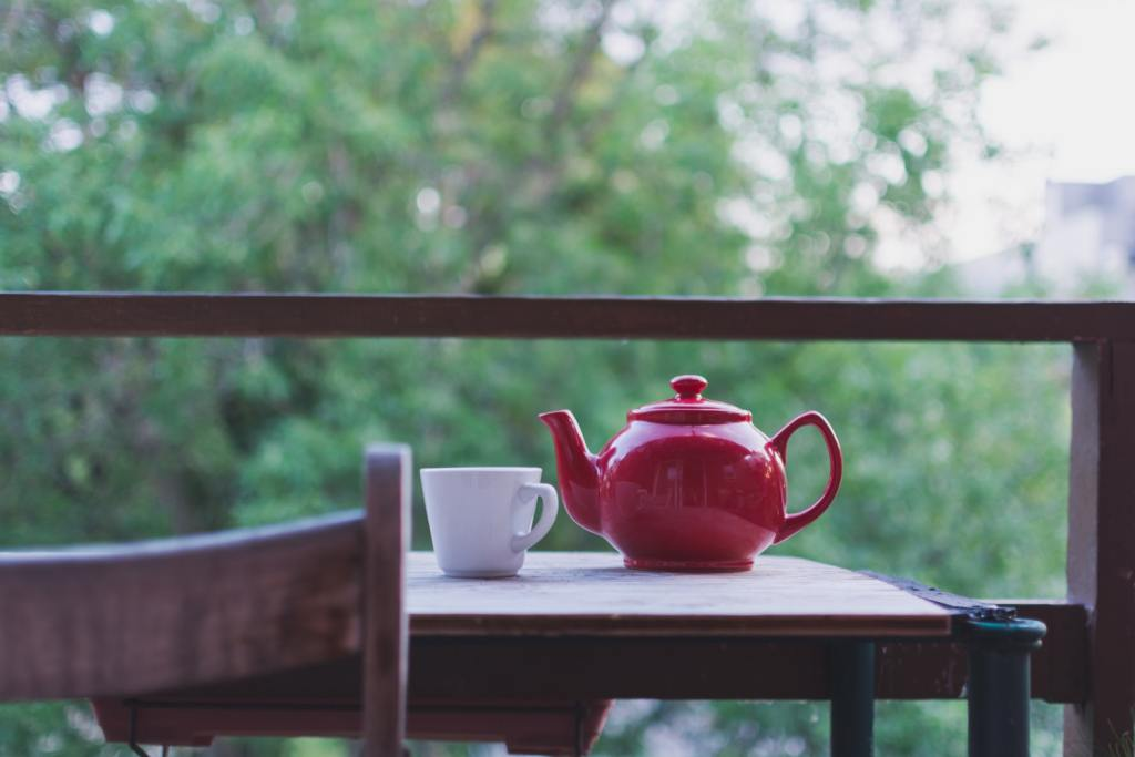 unsplash-image-red-teapoy