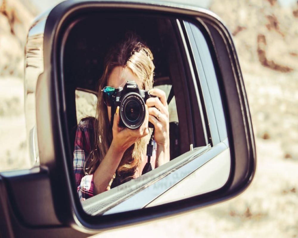 solo-travel-girl-with-camera