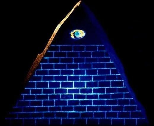 klaus-dona-olho-piramide-13-degraus