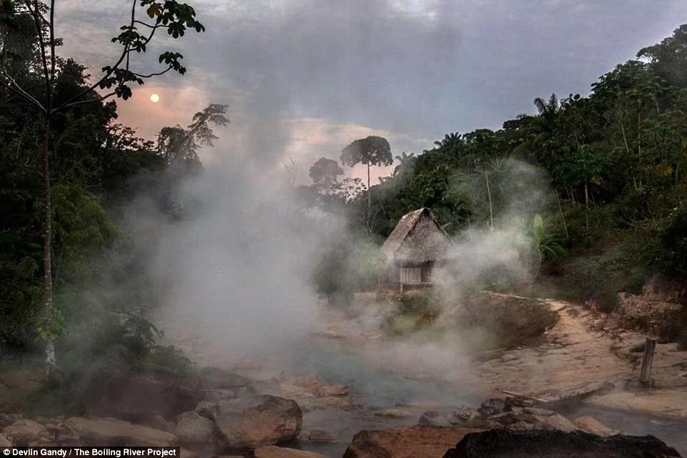 rio-aguas-ferventes-peru-mayantuiacu.02