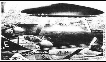 ufo-tall-whites-porta-aviões