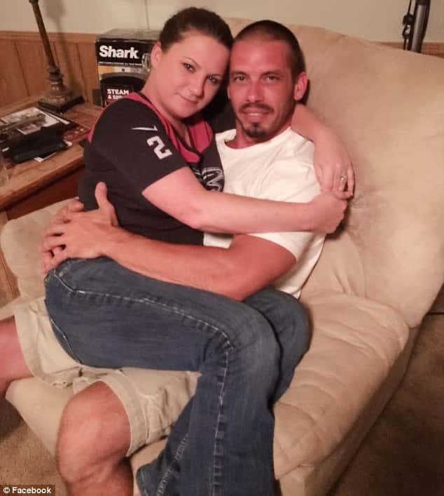 this woman quit her job so that she could breastfeed her adult boyfriend