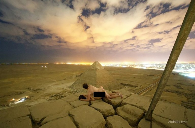 photographer posts picture of himself having sex with woman on top of great pyramid
