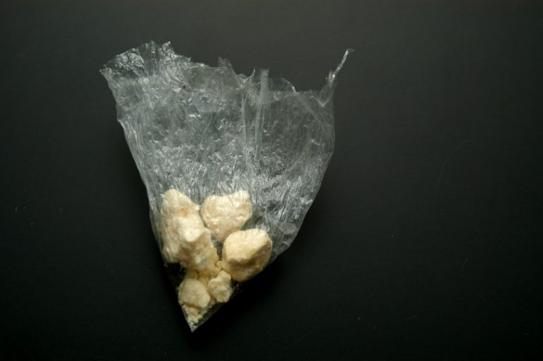 florida man arrested, claim wind blew bag of crack cocaine into his car