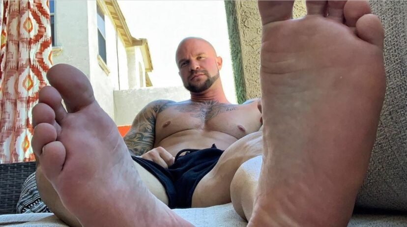 arizona man makes $4,000 a month selling pictures of his feet
