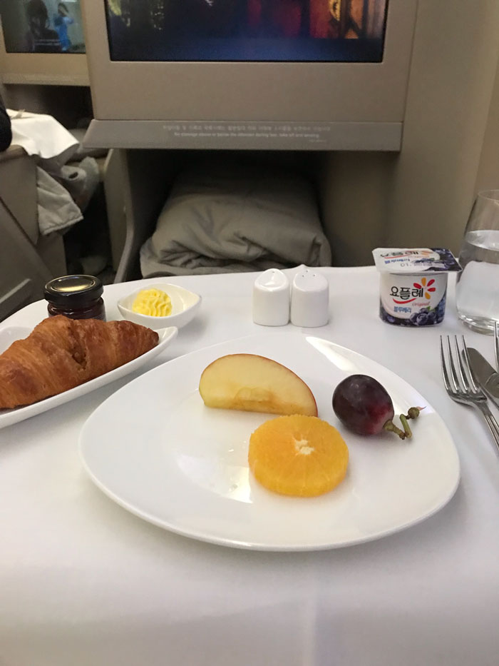person can't believe the difference between economy and business class after getting randomly upgraded to business class