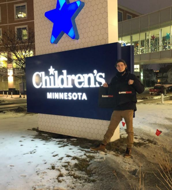 guy who made $30,000 from gamestop shares buys consoles for children's hospital