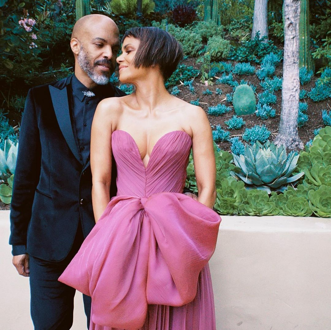 halle berry debuts new cropped haircut at the oscars