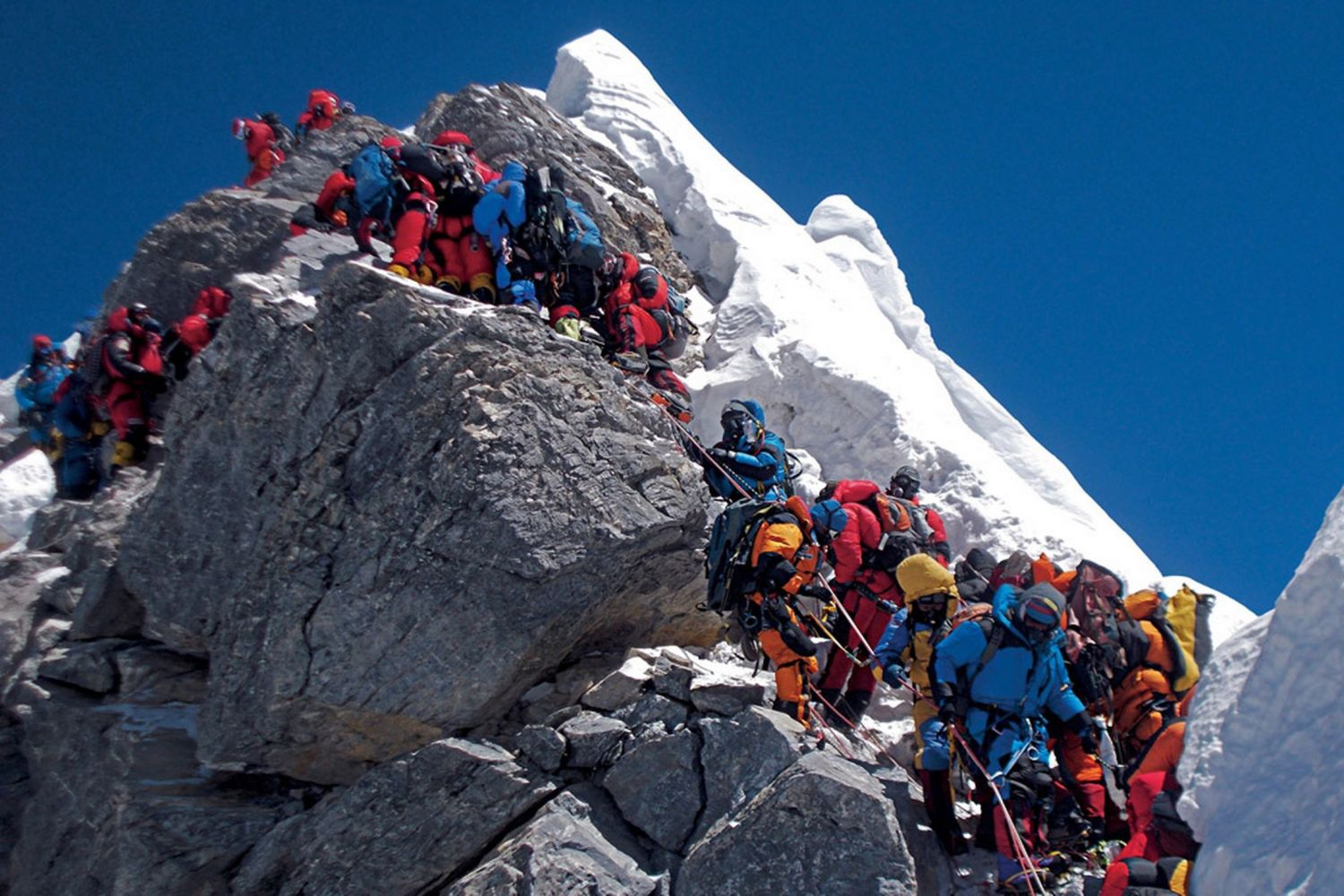The Bodies Of Dead Climbers On Everest Are Serving As Guideposts