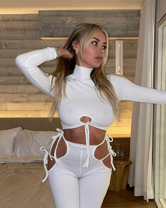 Youtube Star Corinna Kopf Makes  Million In First 48 Hours On Onlyfans