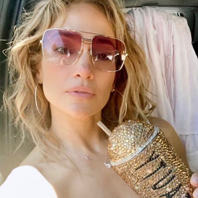 Jennifer Lopez Shows Off Her Natural Hair In New Selfie