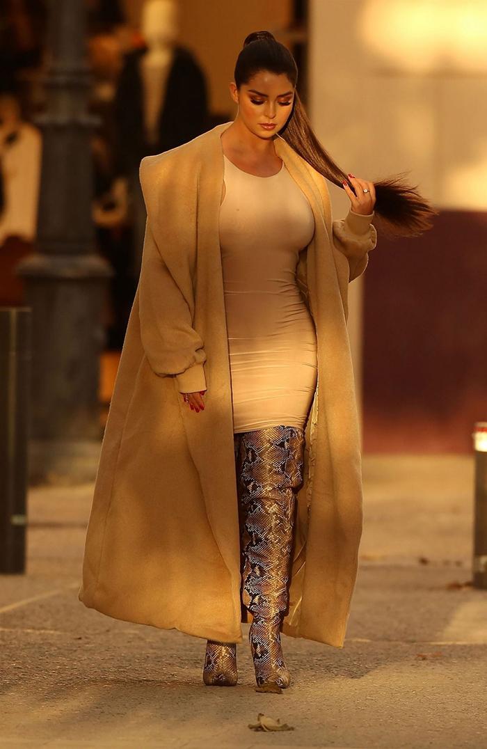 Demi Rose Show Off Her New Longer Brunette Locks