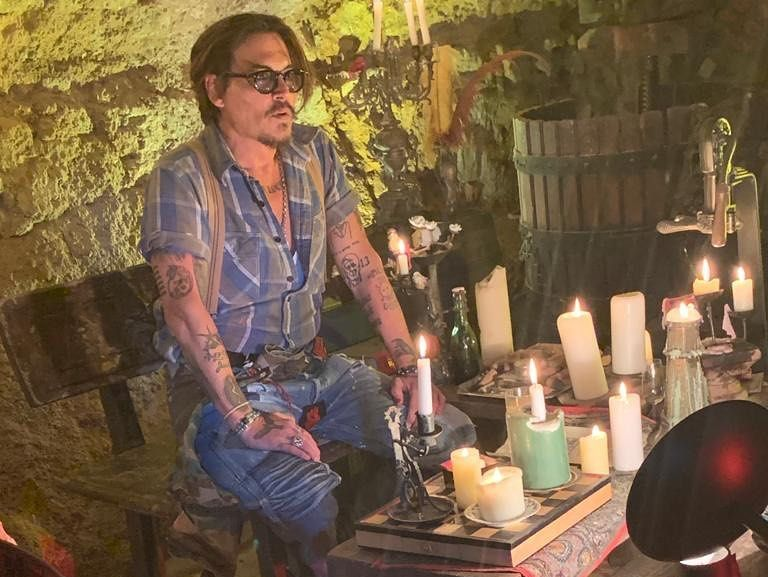 My Heart Is Full For Johnny Depp Going Full Jack Sparrow For A Young Fan