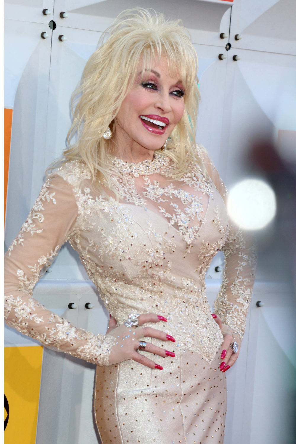Dolly Parton Takes Off Wig And Reveals Natural Hair For The First Time