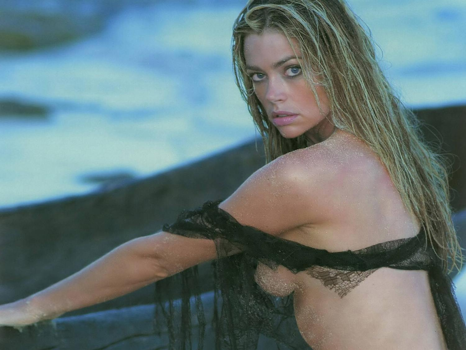 74+ Hot And Sexy Pictures Of Denise Richards Prove That She Is Still One Of Sexiest Hollywood Heroines