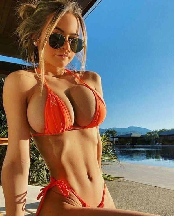 Ah, Yes… Side Boobs Galore! (70+ Photos)
