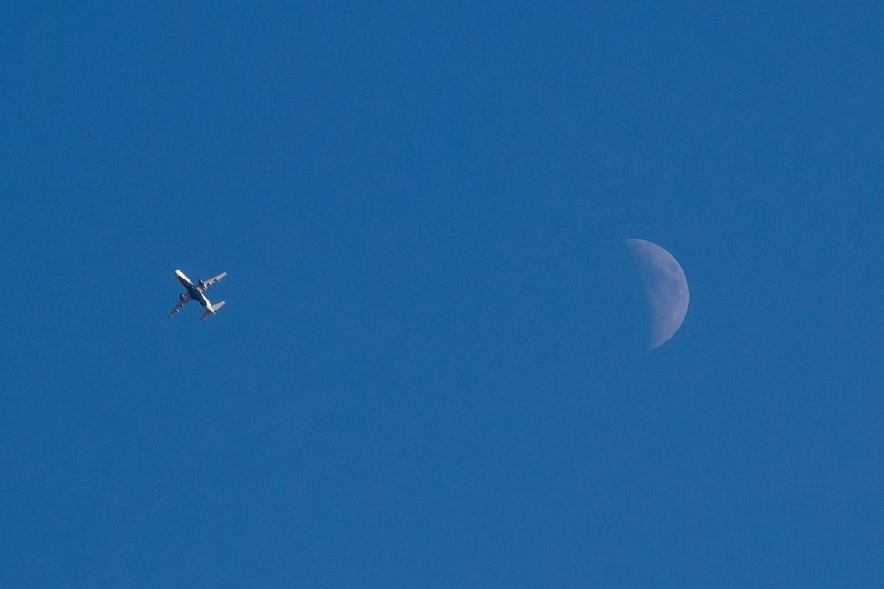 planeAndMoon_DSCF6138.jpg
