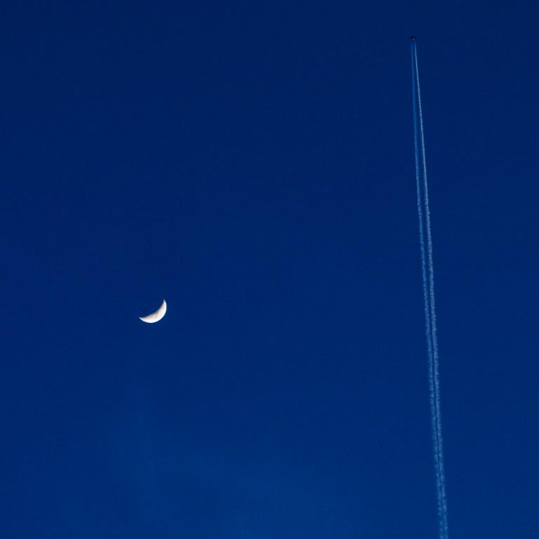 moonplane_DSF2407