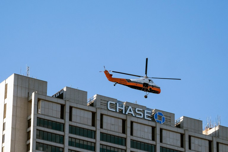 helicopterDelivery_DSF0732