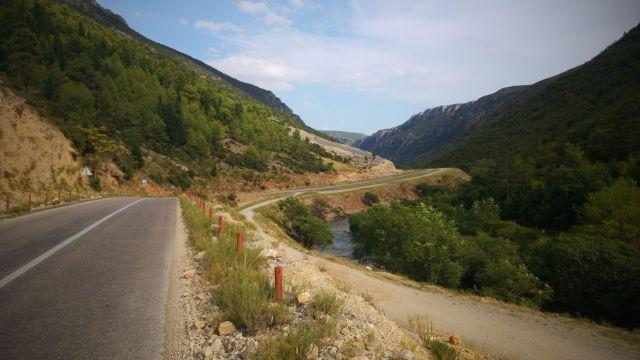 Montée dans la vallée après Stolac