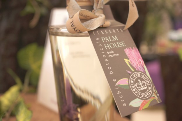 palm house luxury bathing essence