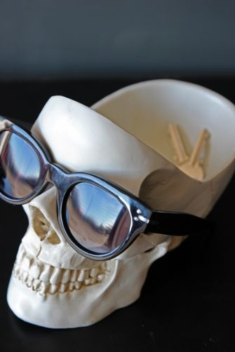 amazing-skull-desk-tidy-22421-p[ekm]335×502[ekm]