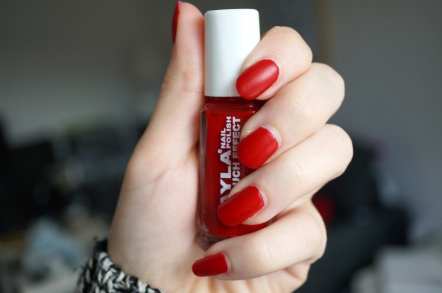 layla cosmetics red nail polish