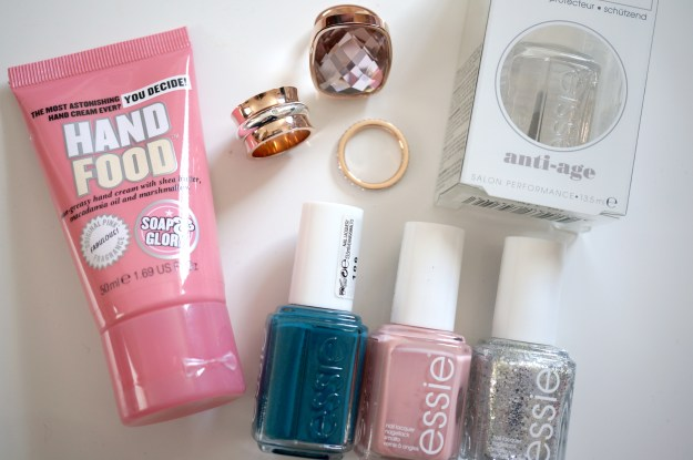 jewellery and essie