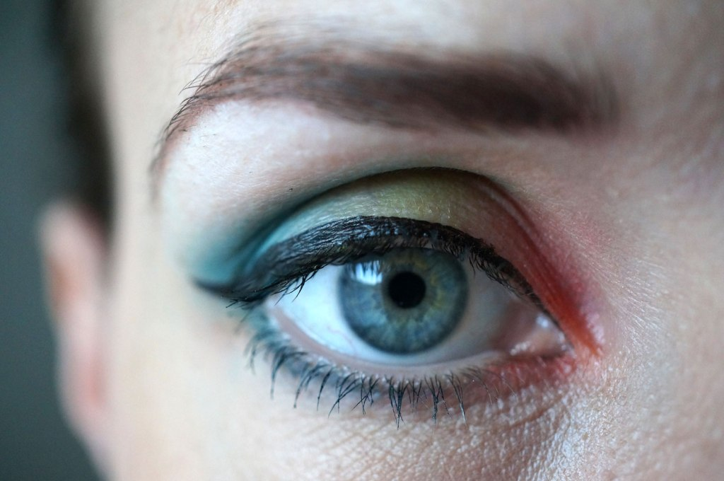A Colourful Look with the Sleek Del Mar Eyeshadow Palette!