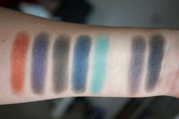 makeup-revolution-eyes-like-angels-swatches