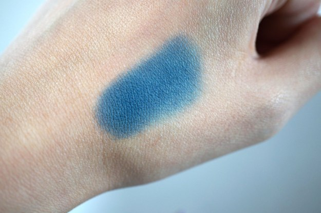 lola-eyeshadow-swatch-review