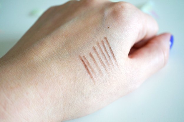 chella-ligh-brown-eyebrow-pencil-review