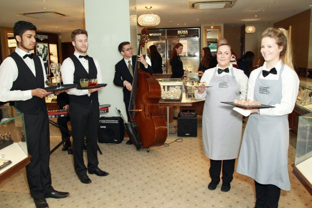 Canapes,-Jazz-band,-Champagne