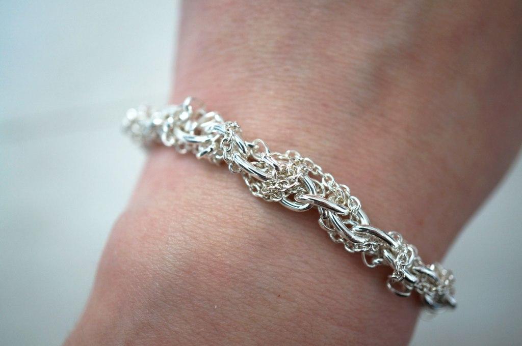 multi-chain-bracelet-review
