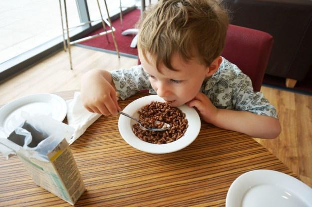 travelodge-cambridge-breakfast-fred