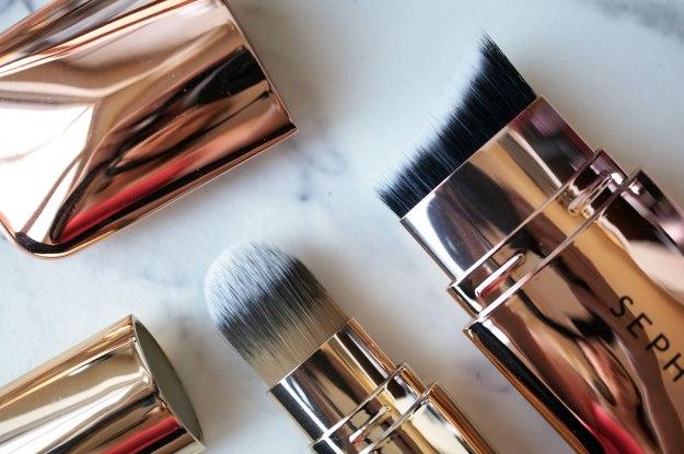 sephora-collection-hide-and-sleek-skinny-cheek-contour-brush